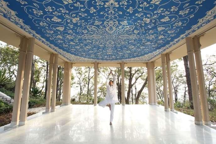 Le très bel hôtel Ananda In The Himalayas propose des cours de yoga en groupe ou en individuel.