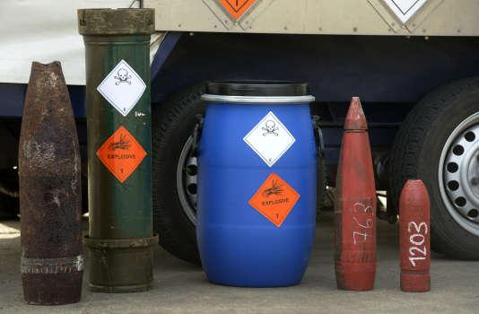 Des armes chimiques de la seconde guerre mondiale présentées aux médias à Munster, le 5 mars 2014.