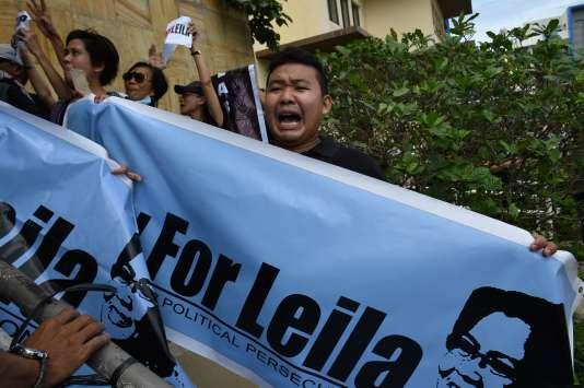 Des partisans de la sénatrice Leila De Lima, le 24 février devant le tribunal de Muntinlupa, en banlieue de Manille.