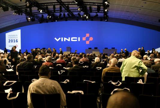 Une assemblée générale du groupe de BTP Vinci, en avril 2016.