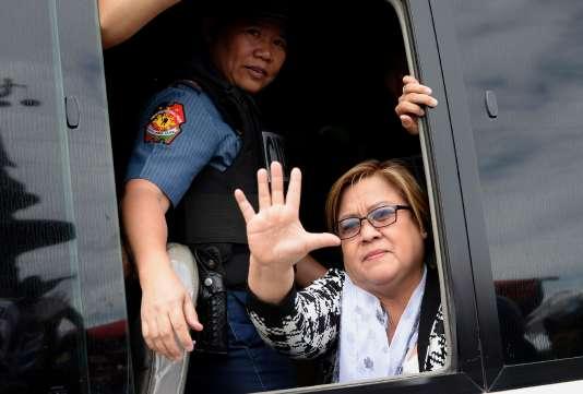 Leila de Lima est la principale voix à s'élever aux Philippines contre la sanglante politique anti-drogues du président Duterte, élu en mai 2016 en promettant d'éradiquer les trafics.