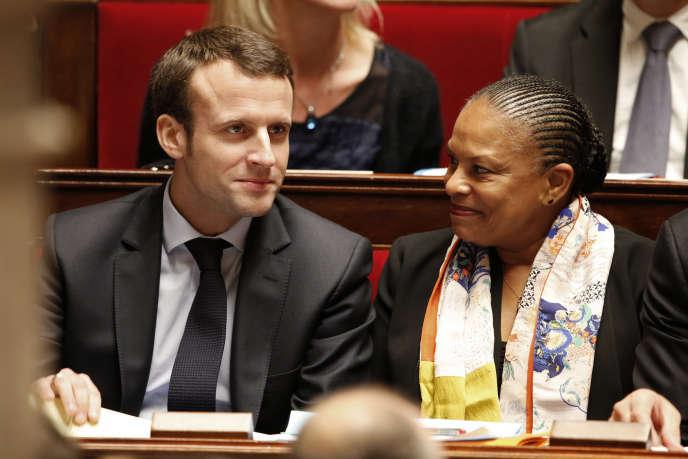 Christiane Taubira et Emmanuel Macron à l'Assemblée Nationale, à Paris en décembre 2015.