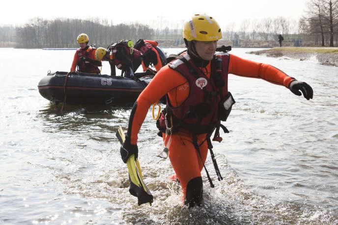 Lors de l'exercice de simulation de crue EU Sequana, à Valenton (Val-de-Marne), le 12 mars 2016.