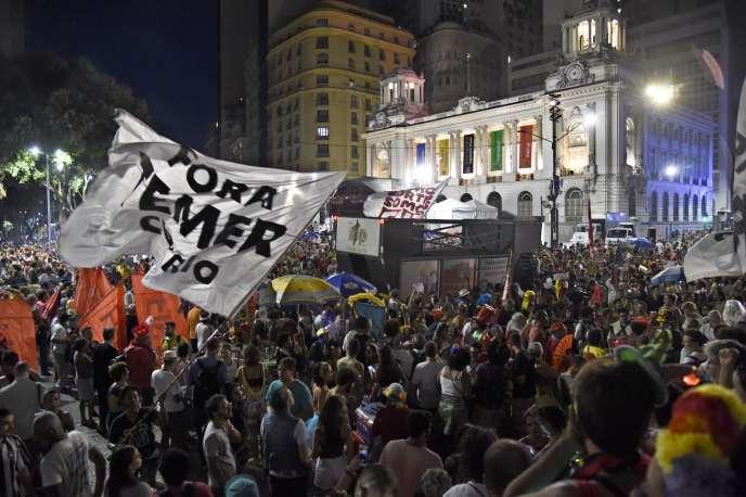 « Le président a choisi un député, Osmar Serraglio (PMDB), qui avait plaidé pour l'amnistie de M. Cunha en remerciement de son rôle décisif dans la destitution de Mme Rousseff» (Photo:« ForaTemer»,« Dehors Temer», le 24 février à Rio).