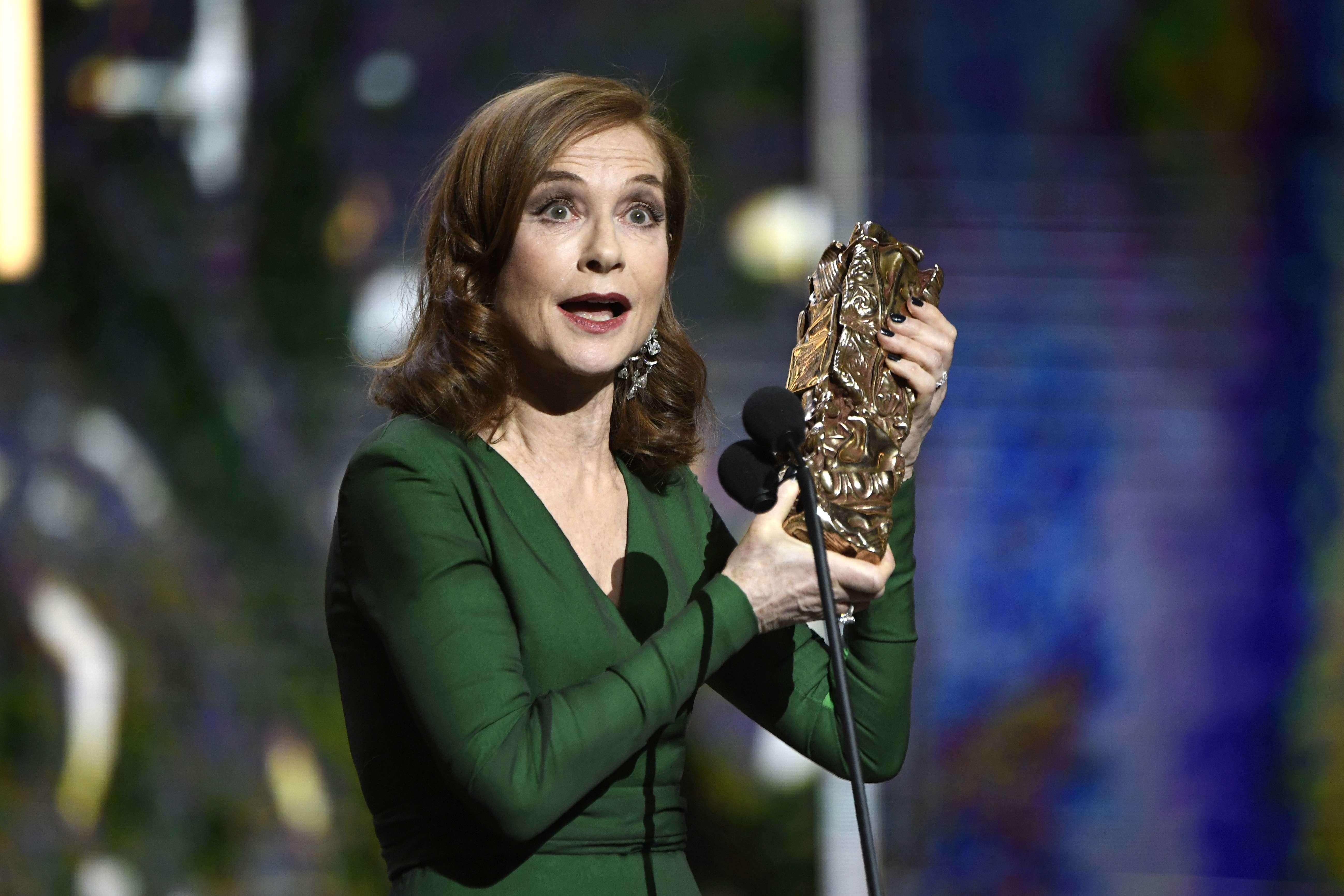 Isabelle Huppert a remporté le César de la meilleure actrice pour son rôle dérangeant de femme violée dans «Elle». «C'est un rôle extraordinaire, complet et complexe, et dans une carrière d'actrice, cela tient à coeur», a-t-elle déclaré après la cérémonie.