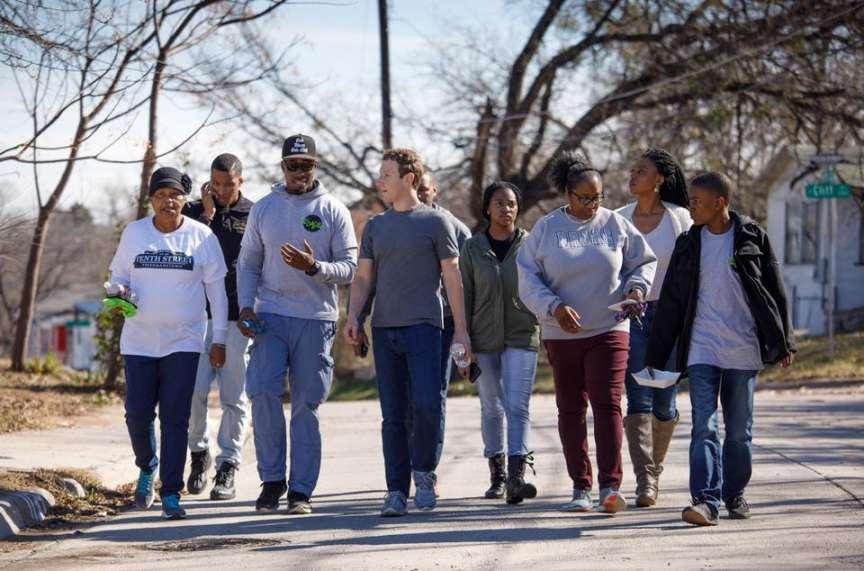 Le PDG de Facebook avec des résidents d'Oak Cliff (Texas).