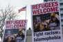 « Le postulat selon lequel l'afflux d'immigrés exerce une pression à la baisse sur les salaires, notamment des travailleurs les moins qualifiés, n'a aucun fondement».(Photo : Des manifestants protestent contre la politique anti-immigration menée par l'administration Trump devant le consulat américain de Toronto, au Canada, le 4février).