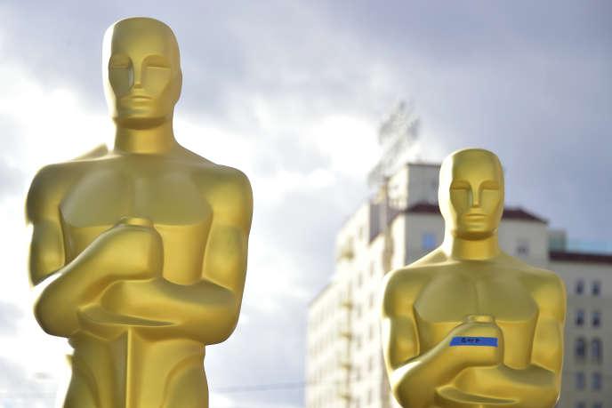 Les préparatifs de la 89e cérémonie des Oscars ont commencé depuis une semaine à Hollywood, ici, des statuettes géantes, le 23 février 2017.