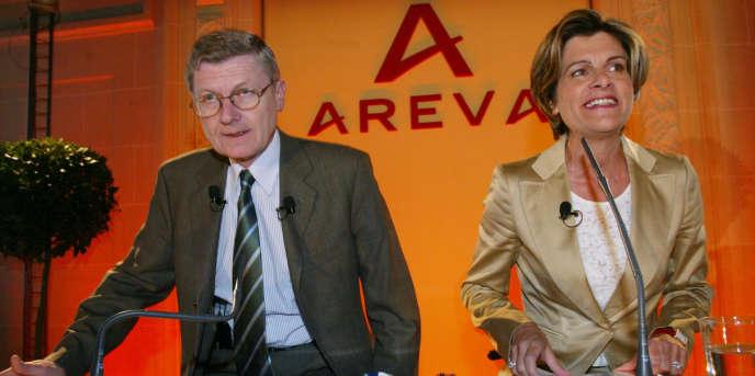 Gérald Arbola au côté d'Anne Lauvergeon, patronne d'Areva en mars 2004 à Paris.