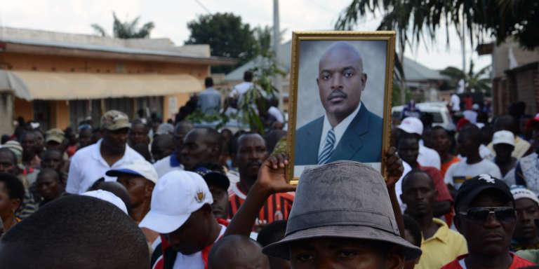 A Bujumbura, en mai 2016, manifestation de soutien au président Pierre Nkurunziza.