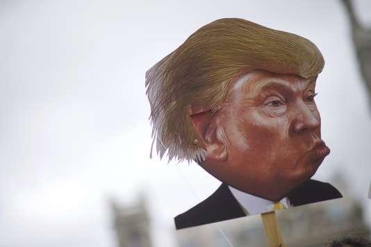 Lors d'une manifestation contre la politique de santé de Donald Trump, le 25 février, à Philadelphie, en Pennsylvanie.
