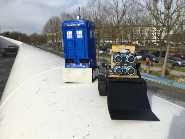 Bullbot et le Rodis n'ont pas de roues, mais des chenilles. Bullbot est équipé d'une pelle pour éjecter plus efficacement ses adversaires.