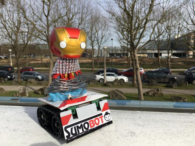 Baptisé Numéro 9, ce robot fait de bric et de broc a été terminé le matin même de la compétition.