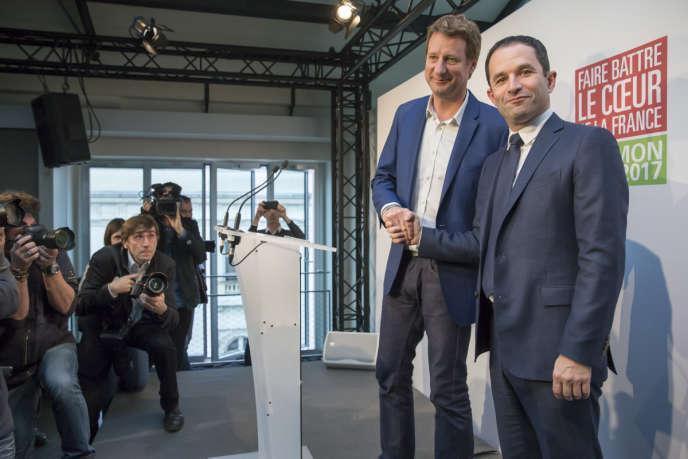 Yannick Jadot et Benoît Hamon, à Paris, dimanche 26 février.
