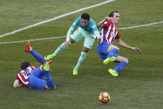 A l'Atlético Madrid, on applique les préceptes uruguayens : couteau entre les dents, crampons aiguisés, et survive qui peut.