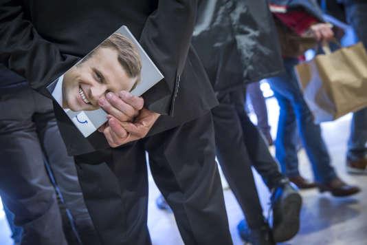 Lors de la séance de dédicace par Emmanuel Macron de son livre «Révolution»,à Brive-La-Gaillarde, le 25 février.