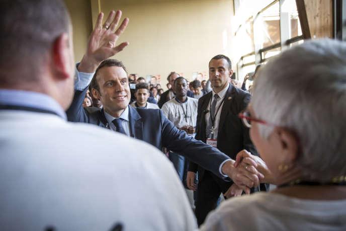 Emmanuel Macron, en campagne à Saint-Priest-Taurion (Haute-Vienne), le 25 février 2017.