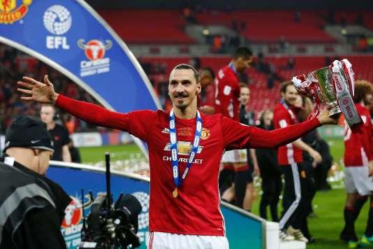 Manchester United a remporté la League Cup dimanche 26 février.