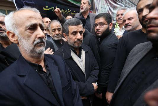 L'ancien président ultraconservateur iranien a écrit, dimanche 26 février, une lettre ouverte au président américain.