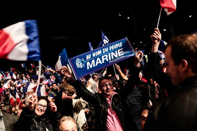 La candidate du Front national veut cimenter une base électorale déjà solide, qui la considère comme vierge de l'exercice du pouvoir et des turpitudes de la classe politique.