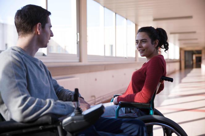 Pablo Pauly etNailia Harzoune dans le film français deGrand Corps Malade et Mehdi Idir,« Patients».
