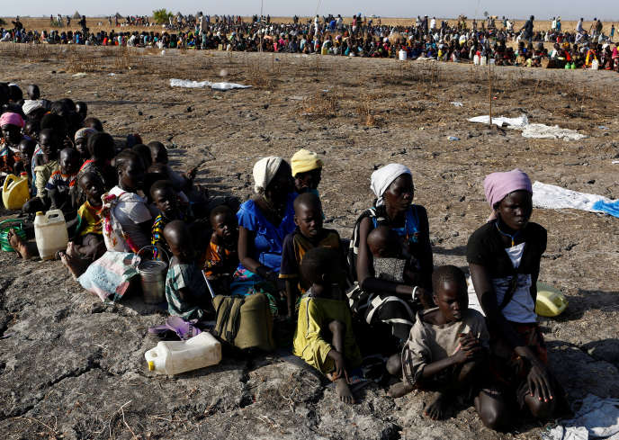 Lors d'une distribution de nourriture du Programme alimentaire mondial, à Thonyor (Soudan du Sud), en février 2017.