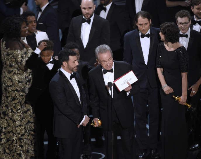 Warren Beatty a annoncé que«La La Land» avait remporté l'Oscar du meilleur film avant de se dédire: c'est«Moonlight» qui a raflé la statuette.