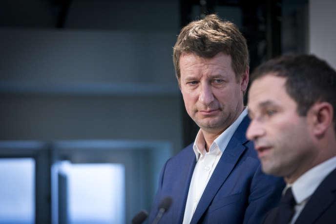 Benoît Hamon et Yannick Jadot, devant la presse au QG de campagne de Benoît Hamon à Paris, le 26 février.