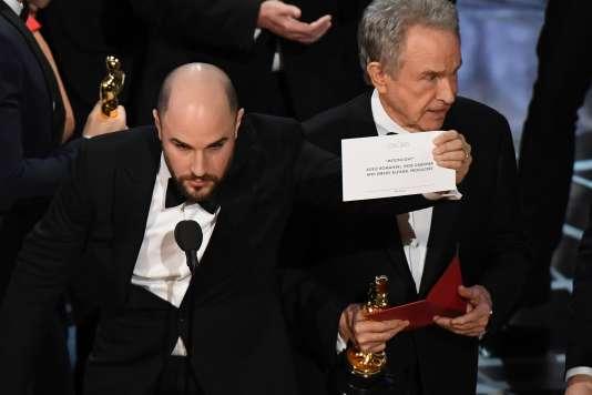Le producteur de « La La Land», Jordan Horowitz, annonce que c'est le film concurrent, «Moonlight», qui a finalement gagné.