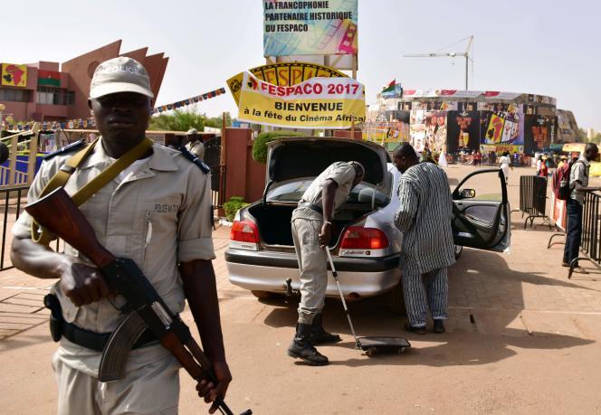 Les attaques de deux commissariats sont survenues pendant le 25eFestival panafricain du cinéma et de la télévision de Ouagadougou, qui attire des dizaines de milliers de cinéphiles dans la capitale.