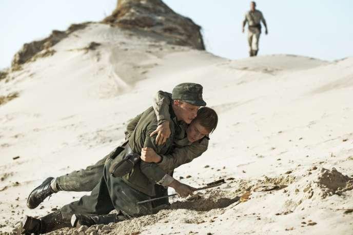 Joel Basman et Louis Hofmann dans le film danois deMartin Zandvliet,«Les Oubliés» («Under sandet»).