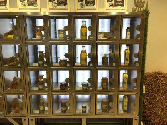 Les distributeurs automatiques Les Boîtes@Meuh, au Plessis-Robinson (Hauts-de-Seine), ouverts depuis octobre 2016.