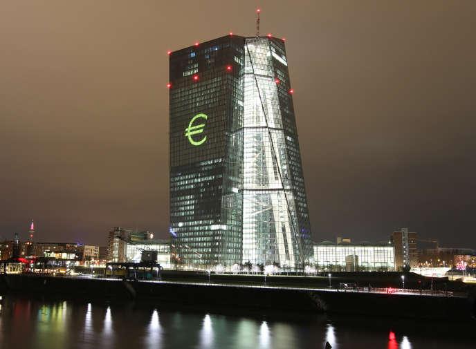 « Le risque de changer de monnaie concerne principalement les économies de petite taille dont le secteur financier est très développé et fortement internationalisé» (Photo: siège de la Banque centrale européenne à Francfort en 2016).