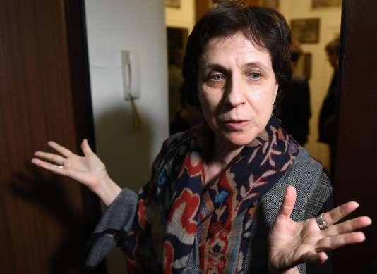 La journaliste Zoïa Svetova après la perquisition de son appartement.