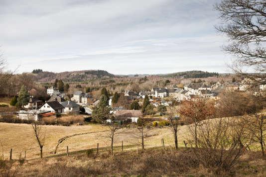 Le village de Bugeat, en Corrèze, se prépare à accueillir une famille sud-soudanaise de neuf personnes après un long transit en Israël.