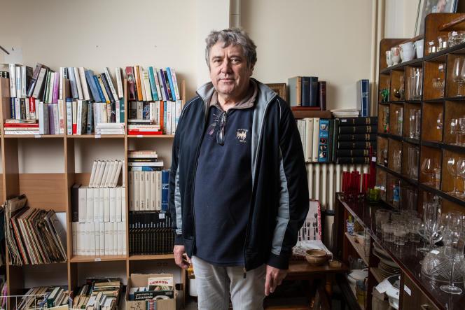 Jean-Luc Grand, habitant de Bugeat, paroissien et bénévole au Secours populaire. Ici, dans la boutique du Secours populaire de Bugeat.