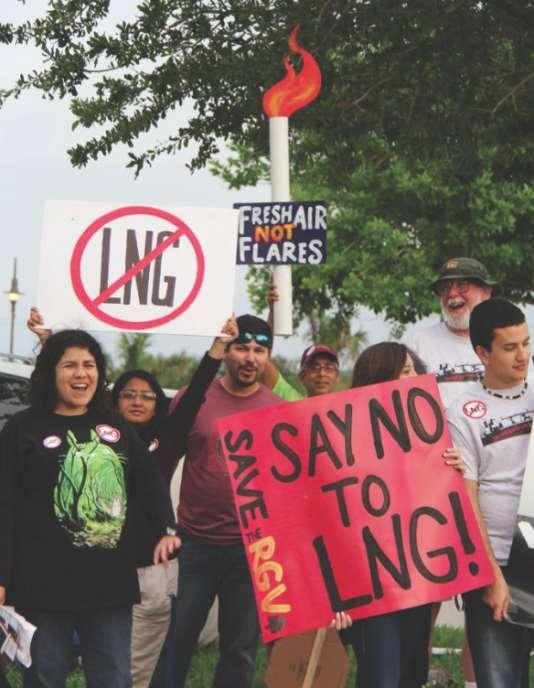 Manifestation contre le projet de terminal d'exportation de gaz de schiste, Texas LNG, à South Padre Island (Texas) en avril 2015.