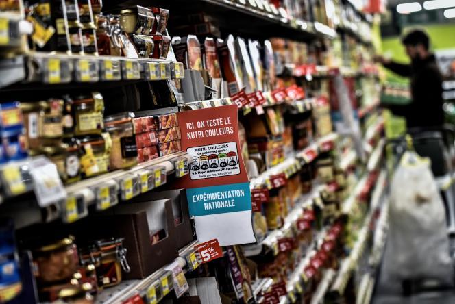 Expérimentation d'un système d'étiquetage d'information nutritionnelle dans un supermarché de Lyon, le 28 octobre 2016.