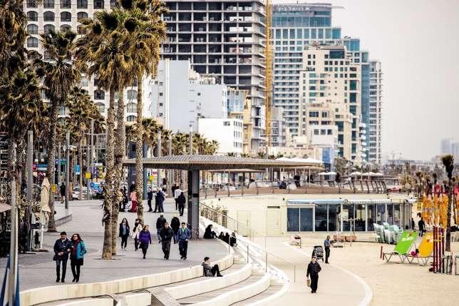 La promenade la Tayelet longe la mer sur cinq kilomètres.