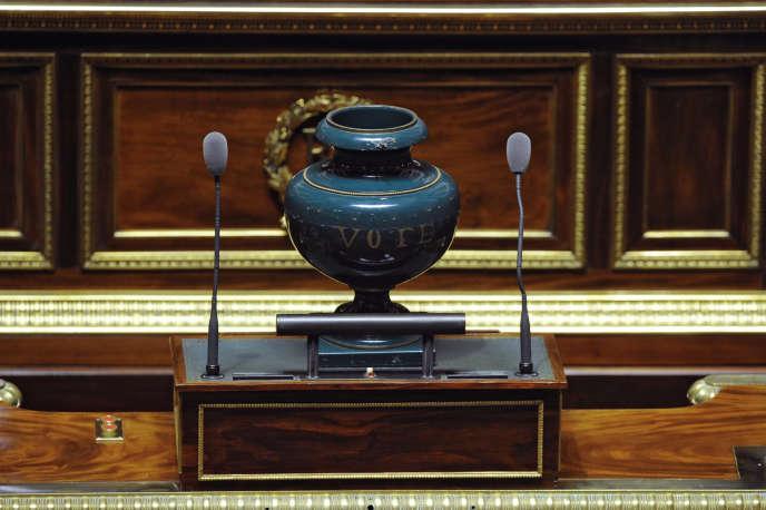« Les urnes ne donnent plus un blanc-seing pour gouverner » (Photo: urne destinée aux votes des sénateurs au Palais du Luxembourg à Paris).