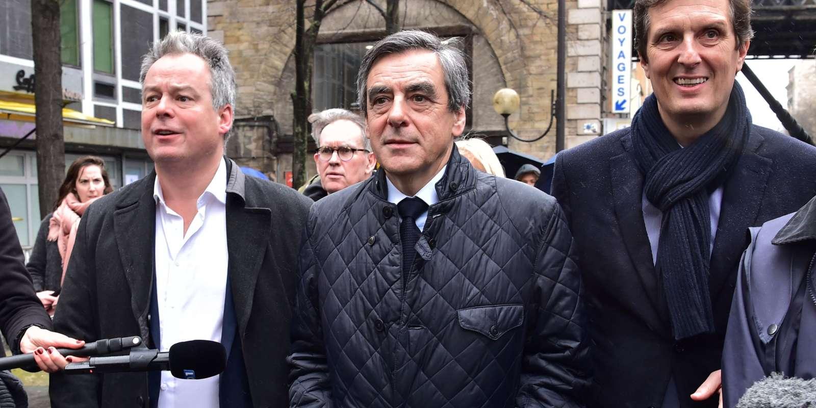 Suite à la convocation de François Fillon, mercredi, aux fins de mise en examen et à sa volonté de maintenir sa candidature, l'UDI et Bruno Le Maire ont annoncé leur retrait de la campagne.