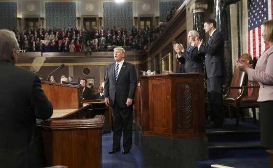 Le président des Etats-Unis, Donald Trump, est applaudi après son allocution solennelle prononcée devant le Congrès amériain, le 28 février, à Washington.