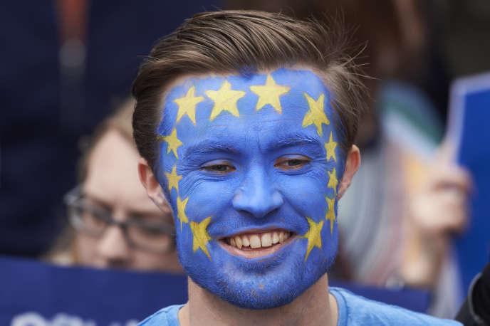 Dans une Union européenne mal au point après le Brexit et la crise des réfugiés, l'appel d'un étudiant Erasmus à ses pairs. AFP PHOTO / Niklas HALLE'N