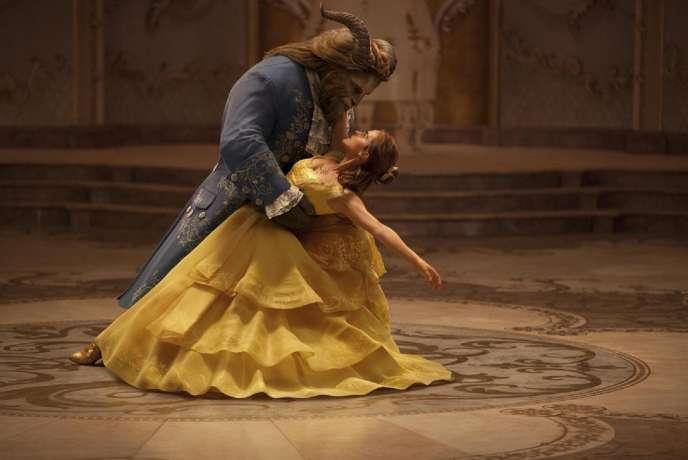 Emma Watson et Dan Stevens dans « La Belle et la Bête», de Bill Condon.