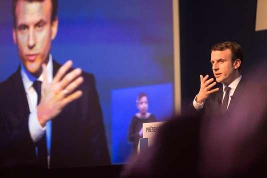 Pendant la conférence de presse au cours de laquelle Emmanuel Macron (En marche !), a présenté son programme, à Paris, le 2 mars.