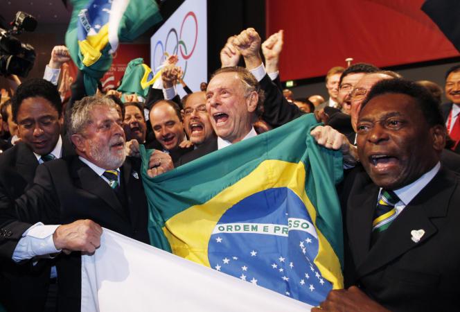 Le 2 octobre 2009 à Copenhague, le président brésilien Lula et Pelé fêtent l'attribution des JO 2016 à Rio de Janeiro.