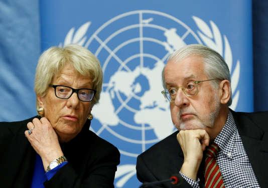 Paulo Pinheiro (à dr.) et Carla del Ponte (à g.), membres de la commission d'enquête sur la Syrie avant la conférence de presse au palais des Nations à Genvève, le 1er mars.