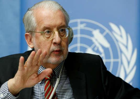 Paulo Pinheiro, président de la commission d'enquête indépendante sur la Syrie, lors d'une conférence de presse donnée à Genève, le 1er mars.