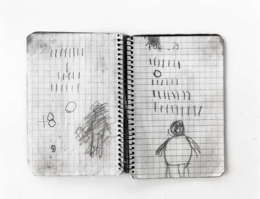 «Cette oeuvre de Yto Barrada est un inventaire de pages de la grand-mère de l'artiste. Chaque page représente une série de traits qui ensemble forment un numéro de téléphone. Les photographies sont un inventaire de la méthode de sa grand-mère analphabète pour se rapprocher de son environnement immédiat».