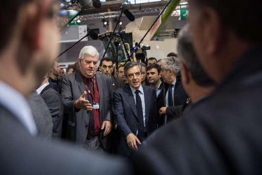 Le 1er mars 2017, François Fillon visite finalement le Salon de l'agriculture dans l'après-midi. Il continue sa visite et salue les professionnels agricoles.